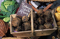 Europe/France/Languedoc-Roussillon/11/Aude/Carcassonne: Détail de l'étal de légumes de Christian Comte (maraicher) - Détail betteraves sur le marché bio
