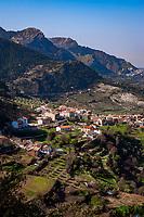 Spanien, Andalusien, Provinz Jaén, Burunchel: Dorf am Fusse der Sierra de Cazorla, im Hintergrund Cazorla   Spain, Andalusia, Province Jaén, Burunchel: village at Sierra de Cazorla mountains, background Cazorla village