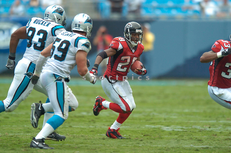 WARRICK DUNN, of the Atlanta Falcons in action againt the Carolina Panthers on September 10, 2006 in Charlotte, NC...Falcons win 20-6..David Durochik / SportPics