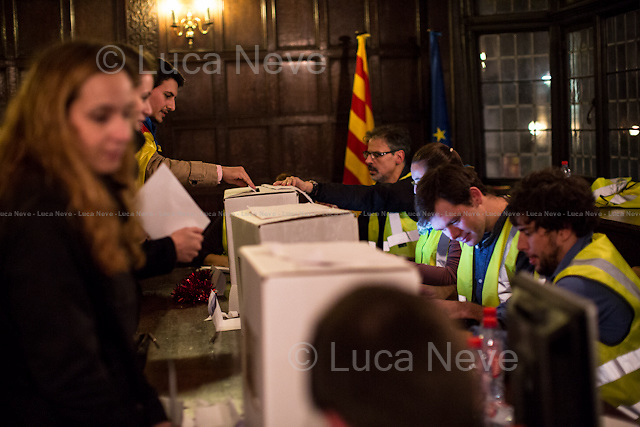 London, 09/11/2014. Today, Catalan people based in London queued for hours outside the Delegati&oacute; del Govern de la Generalitat de Catalunya (Delegation of Catalonia in the United Kingdom) in Fleet Street to vote for the &quot;referendum&quot; (considered not legal by the Spanish Government) for complete self-determination and independence announced by the Government of Catalonia on 12 December 2013. The referendum asked the Catalan people: &quot;Do you want Catalonia to become a State?&quot; and &quot;In case of an affirmative response, do you want this State to be independent?&quot;.<br />  <br /> For more information please click here: http://assemblea.cat/