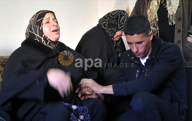 Palestinian relatives of Uday Kamil Muhammad Darwish aged 21, mourn during his funeral in the village of Dura, south of the West Bank city of Hebron, 13 January 2013. Reports state that Israeli forces shot dead Uday Kamil Muhammad Darwish, a Palestinian worker, on 12 January 2013 who was attempting to cross into Israel, Israeli medical sources said. Photo by Mamoun Wazwaz