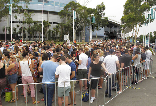 18.01.2014. Melbourne, Australia. Australian Open 2014, Melbourne Park,ITF Grand Slam Tennis Tournament. Spectators  Wait on Admission
