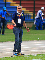 FLORIDABLANCA -COLOMBIA, 11-02-2015.  Adolfo Leon Holguin técnico de Alianza Petrolera gesticula durante aprtido con Aguilas Pereira por la fecha 3 de la Liga Aguila I 2015 disputado en el estadio Alvaro Gómez Hurtado de la ciudad de Floridablanca./ Adolfo Leon Holguin coach of Alianza Petrolera gestures during match agaisnt Aguilas Pereira for the third date of the Aguila League I 2015 played at Alvaro Gomez Hurtado stadium in Floridablanca city Photo:VizzorImage / Duncan Bustamante / STR