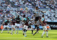 Newcastle United's Isaac Hayden with a header towards goal<br /> <br /> Photographer Rob Newell/CameraSport<br /> <br /> The Premier League - Newcastle United v West Ham United - Saturday 26th August 2017 - St James' Park - Newcastle<br /> <br /> World Copyright &copy; 2017 CameraSport. All rights reserved. 43 Linden Ave. Countesthorpe. Leicester. England. LE8 5PG - Tel: +44 (0) 116 277 4147 - admin@camerasport.com - www.camerasport.com