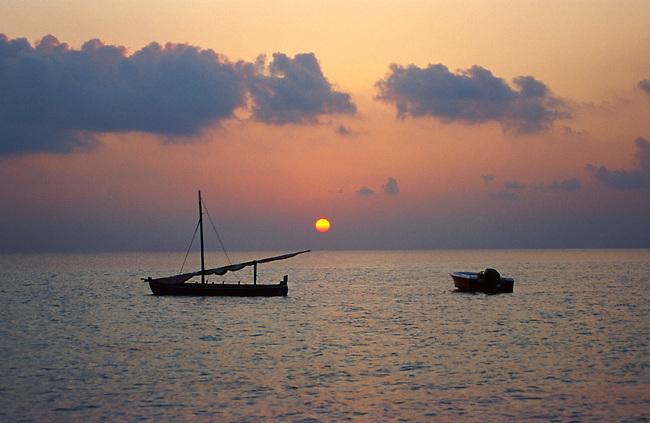 Vilu Reef (atol de Dhaalu), coucher de soeil. *** Vilu reef (Dhaalu atoll), sunset