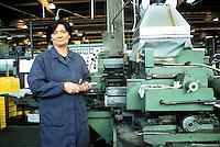 - woman worker in the Officine Streparava factory....- operaia nella fabbrica Officine Streparava