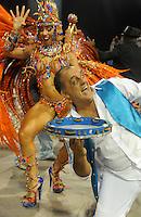 Imperio de Casa Verde- Integrantes da escola de samba Imperio de Casa Verde durante desfile no Segundo dia do Grupo Especial no Sambódromo do Anhembi na região norte da capital paulista, na madrugada deste Domingo, 10. (FOTO: Guilherme Kastner / BRAZIL PHOTO PRESS).