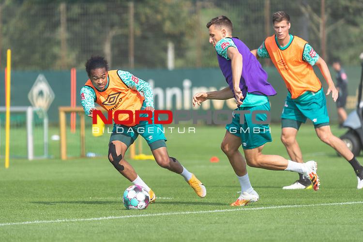 16.09.2020, Trainingsgelaende am wohninvest WESERSTADION - Platz 12, Bremen, GER, 1.FBL, Werder Bremen Training<br /> <br /> Tahith Chong (Werder Bremen #22)<br /> Johannes Eggestein (Werder Bremen #24)<br /> Pattrick Erras (Werder Bremen Neuzugang 29<br /> Querformat<br /> <br /> <br /> <br /> Foto © nordphoto / Kokenge