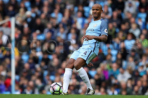 23.10.2016. The Etihad, Manchester, England. Premier League Football. Manchester City versus Southampton. Vincent Kompany of Manchester City in action during the second half.