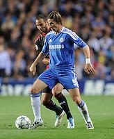 FUSSBALL   CHAMPIONS LEAGUE   SAISON 2011/2012     13.08.2011 FC Chelsea London - Bayer 04 Leverkusen Fernando Torres (re, FC Chelsea) gegen Oemer Toprak (Bayer 04 Leverkusen)