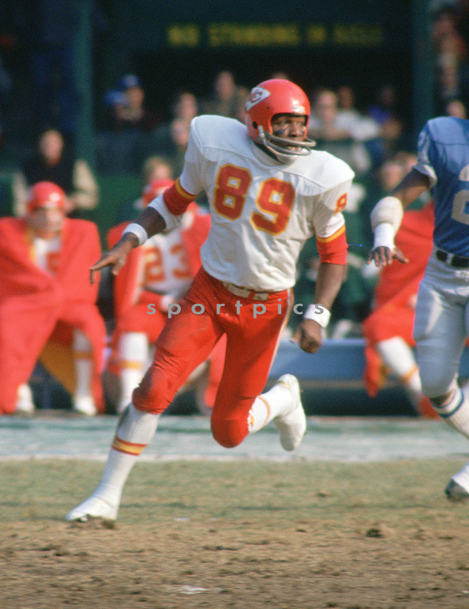Kansas City Chiefs Otis Taylor (89) during a game from his career with the Kansas City Chiefs.  Otis Taylor played for 11 years all with the Kansas City Chiefs and was a 3-time Pro Bowler.(SportPics)