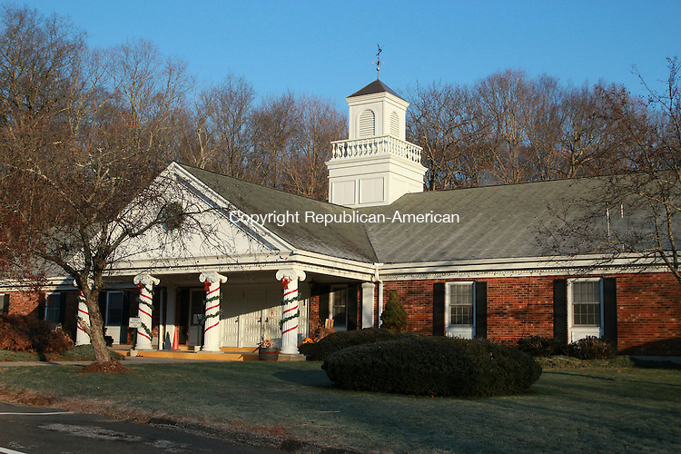 OXFORD, CT: 25 Nov. 2015: 25112015CB01: OXFORD -- At a town meeting Tuesday, voters approved an appropriation of about $68,000 to replace the roof of the Oxford Town Hall, which is over 40 years old. The money will be reimbursed through a state program for capital improvements. Caleb Bedillion Republican-American
