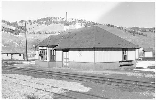 D&amp;RGW Sargent depot.<br /> D&amp;RGW  Sargent, CO  Taken by Richardson, Robert W. - 1954
