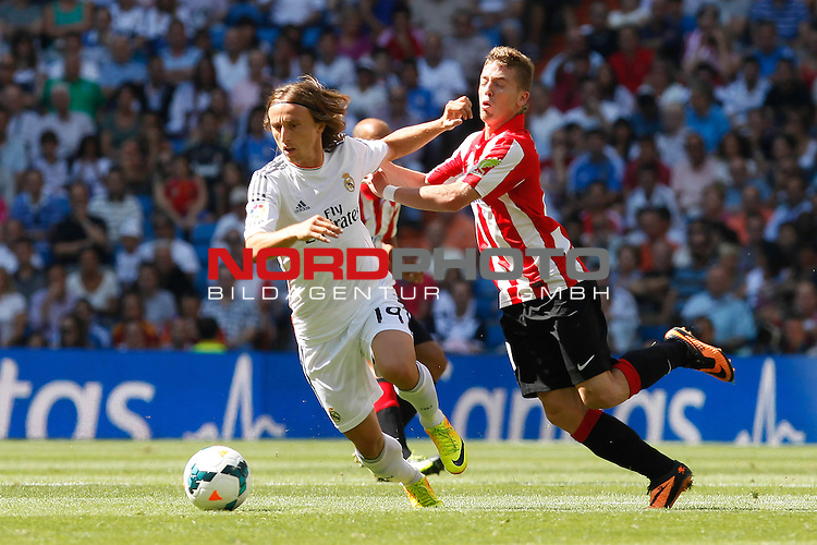 Real Madrid's Modric and Athletic Club's Muniain during La Liga Match. September 01, 2013. Foto © nph / Caro Marin)
