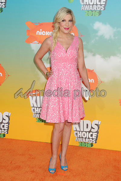 12 March 2016 - Inglewood, California - Tori Spelling. 2016 Nickelodeon Kids' Choice Awards held at The Forum. Photo Credit: Byron Purvis/AdMedia