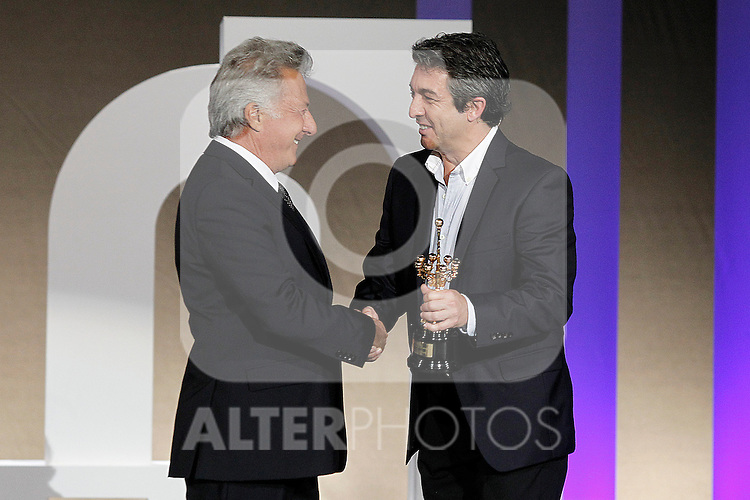 Dustin Hoffman receives the Special 60th Donosti Award in presence of the actor Ricardo Darin during the 60th San Sebastian Donostia International Film Festival - Zinemaldia.September 29,2012.(ALTERPHOTOS/ALFAQUI/Acero)