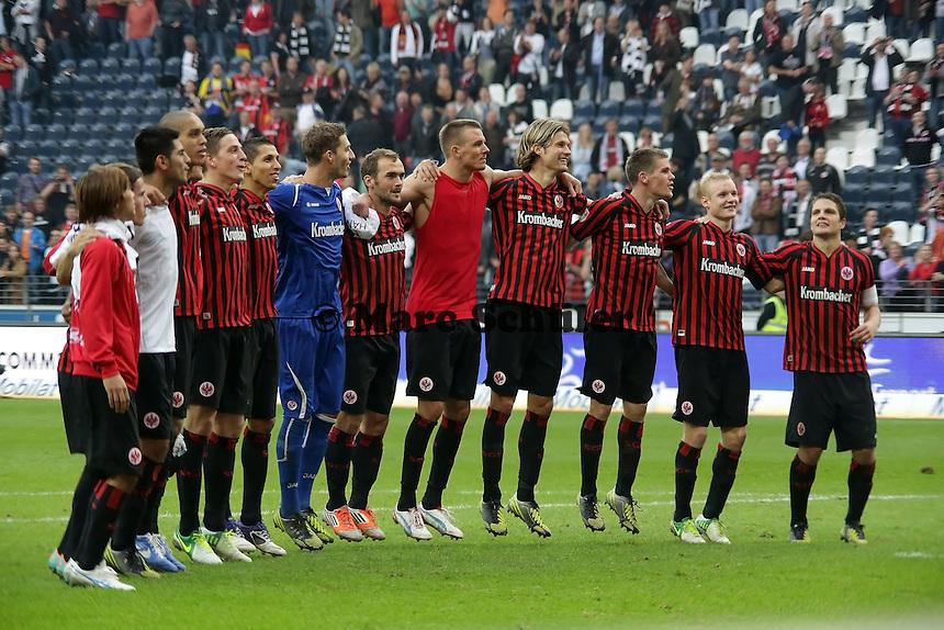 Eintracht Frankfurt jubelt ueber den Sieg