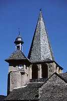 Europe/France/Auvergne/12/Aveyron/Estaing : Le clocher et le clocheton de l'église