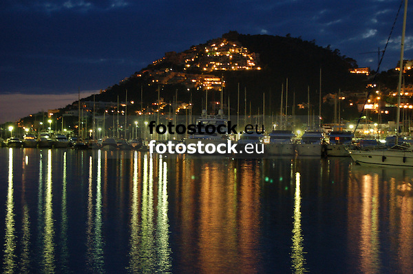 Luxury yates in the harbour of Puerto de Andraitx (cat.: Port d'Andratx) at dawn<br /> <br /> Yates de lujo en el Puerto de Andraitx (cat.: Port d'Andratx) al atardecer<br /> <br /> Luxusyachten im Hafen von Puerto de Andraitx (cat.: Port d'Andratx) in der Abendd&auml;mmerung<br /> <br /> 3008 x 2000 px