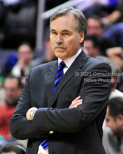 Washington, DC - January 30, 2010 -- New York Knicks head coach Mike D'Antoni unhappily watches fourth quarter action against the Washington Wizards at the Verizon Center in Washington, D.C. on Saturday, January 30, 2010.  The Wizards won the game 106 - 96..Credit: Ron Sachs / CNP.(RESTRICTION: NO New York or New Jersey Newspapers or newspapers within a 75 mile radius of New York City)