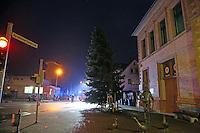 Ortssperrung in Dornheim am Samstag des Weihnachtsmarkts wegen dem schiefen Weihnachsbaum vor dem alten Rathaus, der gefällt werden musste