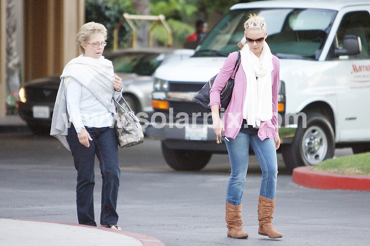 **ALL ROUND PICTURES FROM SOLARPIX.COM**.**WORLDWIDE SYNDICATION RIGHTS**.**NO PUBLICATION IN AUSTRALIA, NEW ZEALAND, DENMARK, GERMANY OR USA**.The American actress and model Katherine Heigl smokes a cigarette, puts end to pregnancy rumours! She was also seen at the Long beach Airport with her mom for a trip to unknown destination..JOB REF:7475-LAP/MD       DATE:26_09_08 .**MUST CREDIT SOLARPIX.COM OR DOUBLE FEE WILL BE CHARGED* *UNDER NO CIRCUMSTANCES IS THIS IMAGE TO BE REPRODUCED FOR ANY ONLINE EDITION WITHOUT PRIOR PERMISSION*