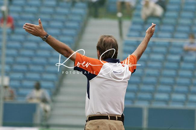 NLD-20050903-Leipzig-EK HOCKEY : halve finale Nederland-Belgie (5-1).  bondscoach Roelant Oltmans.