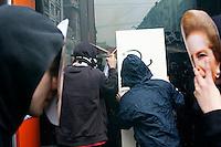 Milano: manifestazione «Occupyamo piazza Affari» per protestare contro la crisi economica e la manovra economica del Governo Monti..Ragazzi dei centri sociali compiono un'azione ai danni di una filiale  Unicredit...