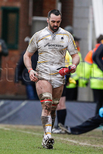 15.02.2014 Northampton, England.  Worcester Warriors captain Jonathan THOMAS leaves the field after being red carded by referee Wayne BARNES for punching n5 during the Aviva Premiership match between Northampton Saints and Worcester Warriors at Franklin's Gardens.  Final score: Northampton Saints 30-14 Worcester Warriors..  DICKINSON was sin binned for his part in the incident.