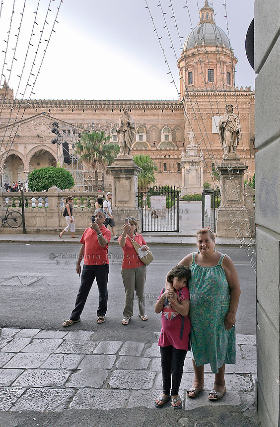"Palermo; ""vittorio Emanuele"" road, in front of the cathedral..Palermo, corso Vittorio Emanuele, di fronte la cattedrale"
