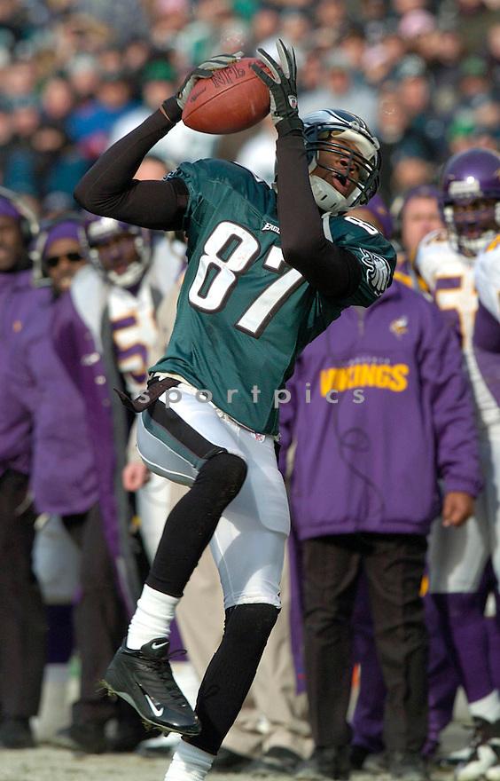 Todd Pinkston, of the Philadelphia Eagles against the Minnesota Vikings on 1/16/05..Eagles win 27-14..David Durochik / SportPics