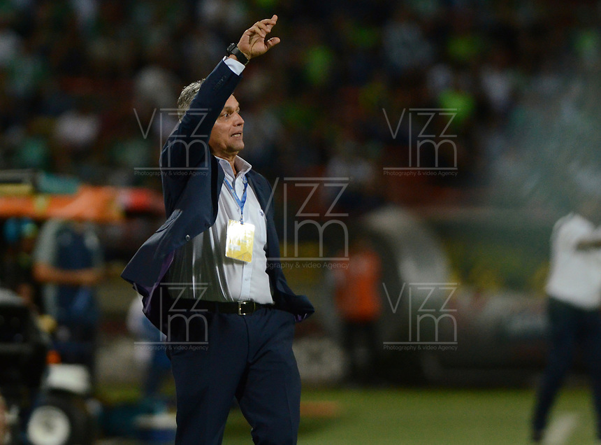 MEDELLÍN -COLOMBIA - 03-06-2017: Reinaldo Rueda técnico de Atlético Nacional gesticula durante partido de vuelta con Jaguares FC  por los cuadrangulares finales de la Liga Águila I 2017 jugado en el estadio Atanasio Girardot de la ciudad de Medellín./ Reinaldo Rueda coach of Atletico Nacional gestures second leg match against Jaguares FC  for the final quadrangulars of the Aguila League I 2017 at Atanasio Girardot stadium in Medellin city. Photo: VizzorImage/León Monsalve/Cont
