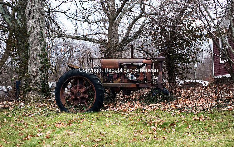 Middlebury, CT- 01 January 2016-010116CM05- COUNTRY LIFE--- A tractor is shown along Middlebury Road on Friday.   Christopher Massa Republican-American