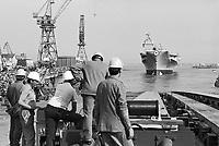 - cantiere navale di Monfalcone, varo della nave portaerei Garibaldi (1983) ....- Monfalcone shipyard, Garibaldi aircraft carrier's launch (1983)....