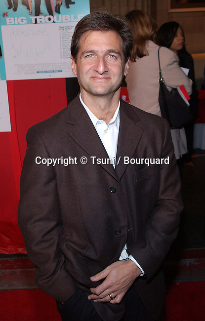 Tom Jacobson (producer) posing at the premiere of Big Trouble at El Captain Theatre in Los Angeles. April 2, 2002.            -            JacobsonTom_producer01.jpg