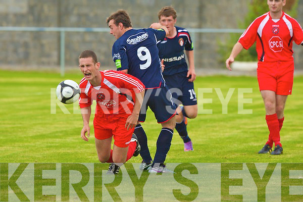 Tralee Dynamos Kevin McCarthy and St Patrick's Athletic Thomas Cawley.