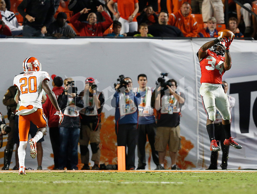 Ohio State Buckeyes running back Carlos Hyde (34) catches a touchdown pass in the fourth quarter of the Discover Orange Bowl between Ohio State and Clemson at Sun Life Stadium in Miami Gardens, Florida, Friday night, January 3, 2014. As of the fourth quarter the Ohio State Buckeyes led the Clemson Tigers 35 - 34.(The Columbus Dispatch / Eamon Queeney)