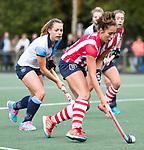 AMSTELVEEN - Renee van den Brand (HDM) met Charlotte Adegeest (Hurley).  Hoofdklasse competitie dames, Hurley-HDM (2-0) . FOTO KOEN SUYK