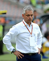 MEDELLIN - COLOMBIA -11-07-2015: Eduardo Lara, tecnico de Atletico Nacional, durante partido Aguilas Doradas y Atletico Nacional por la fecha 1 de la Liga Aguila II 2015 en el estadio Atanasio Girardot de la ciudad de Medellin. / Eduardo Lara, coach of Atletico Nacional during a match between Aguilas Doradas and Atletico Nacional for the date 1 of the Liga Aguila II 2015 at the Atanasio Girardot stadium in Medellin city. Photos: VizzorImage  / Leon Monsalve / Cont.