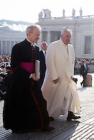 Papa Francesco arriva all'udienza generale del mercoledi' in Piazza San Pietro, Citta' del Vaticano, 11 novembre 2015.<br /> Pope Francis arrives for his weekly general audience in St. Peter's Square at the Vatican, 11 November 2015.<br /> UPDATE IMAGES PRESS/Riccardo De Luca<br /> <br /> STRICTLY ONLY FOR EDITORIAL USE