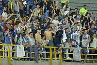 BOGOTÁ - COLOMBIA -29-09-2015: Hinchas de Emelec animan a su equipo durante el encuentro de vuelta entre Independiente Santa Fe (COL) y Emelec (ECU) por octavos de final, llave C, de la Copa Sudamericana 2015 jugado en el estadio Nemesio Camacho El Campín de la ciudad de Bogota./ Fans of Emelec cheer for their team during secong leg match between Independiente Santa Fe (COL) and Emelec (ECU) for the knockout stages, key C, of the Copa Sudamericana 2015 played at Nemesio Camacho El Campin stadium in Bogota city.  Photo: VizzorImage/ Gabriel Aponte /Staff