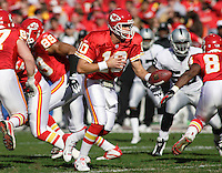 Trent Green in action during the first quarter against the Oakland Raiders at Arrowhead Stadium in Kansas City, Missouri on November 19, 2006. The Chiefs won 17-13.
