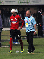 CUCUTA - COLOMBIA -01-02-2015: Franco Sosa de Cucuta Deportivo, sale lesionado durante  partido entre Cucuta Deportivo y Atletico Junior  por la fecha 1 de la Liga de Aguila I 2015 en el estadio General Santander en la ciudad de Cucuta / Franco Sosa player of Cucuta Deportivo leaves the field injured during a match between Cucuta Deportivo and Atletico Junior for date 1 of the Liga de Aguila I 2015 at General Santander stadium in Cucuta city. Photo: VizzorImage  / Manuel Hernandez / Str.