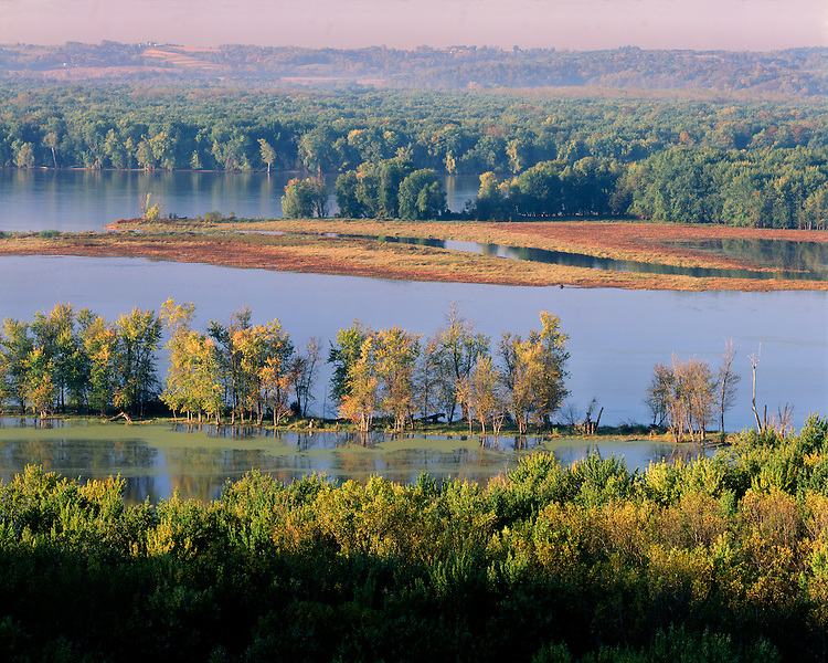 Sunrise light on the Upper Mississippi River National Wildlife & Fish Refuge; Mississippi Palisades State Park; Carroll County, IL