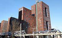 Nederland - Den Haag -  Februari 2019.  Den Haag. Kantoren en NH Hotels in het Beatrixkwartier. Randstadrail. Foto Berlinda van Dam / Hollandse Hoogte