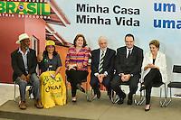 BRASÍLIA, DF, 30.03.2016 – AGENDA-DILMA – A presidente Dilma Rousseff com membros de Movimentos Sociais durante Cerimônia de lançamento do Programa Minha Casa Minha Vida 3, na manhã desta quarta-feira, 30, no Palácio do Planalto em Brasília. (Foto: Ricardo Botelho/Brazil Photo Press)