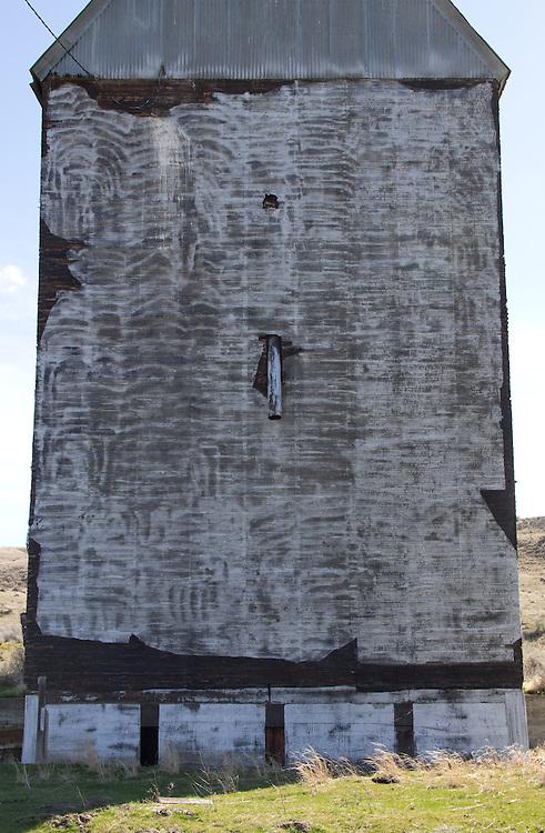 Grain Elevator, Eastern Washington State, Columbia Basin; Franklin County, Kahlotus, wheat country, Washington State; Pacific Northwest; USA,