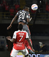 BOGOTA - COLOMBIA, 26-01-2018: Layvin Balanta (Izq) jugador de Independiente Santa Fe disputa el balón con Felix Micolta (Der) jugador del América de Cali durante partido por el Torneo Fox Sports 2018 jugado en el estadio Nemesio Camacho El Campin de la ciudad de Bogotá. / Layvin Balanta (L) player of Independiente Santa Fe fights for the ball with Felix Micolta (R) player of America de Cali during match for the Fox Sports Tournament 2018  played at Nemesio Camacho El Campin Stadium in Bogota city. Photo: VizzorImage / Gabriel Aponte / Staff.