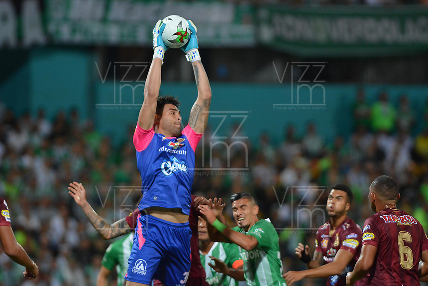 MEDELLIN - COLOMBIA, 29-09-2019: Alvaro Montero arquero de Tolima en acción durante partido por la fecha 13 de la Liga Águila II 2019 entre Atlético Nacional y Deportes Tolima jugado en el estadio Atanasio Girardot de la ciudad de Medellín. / Alvaro Montero goalkeeper of Tolima in action during match for the date 13 as part of Aguila League II 2019 between Atletico Nacional and Deportes Tolima played at Atanasio Girardot stadium in Medellín city. Photo: VizzorImage / Leon Monsalve / Cont