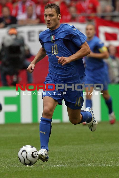FIFA WM 2006 -  Gruppe E Vorrunde ( Group E )<br /> Play   #41 (22-Jun) - Tschechien - Italien 0:2<br /> <br /> Francesco Totti<br /> <br /> Foto &copy; nordphoto
